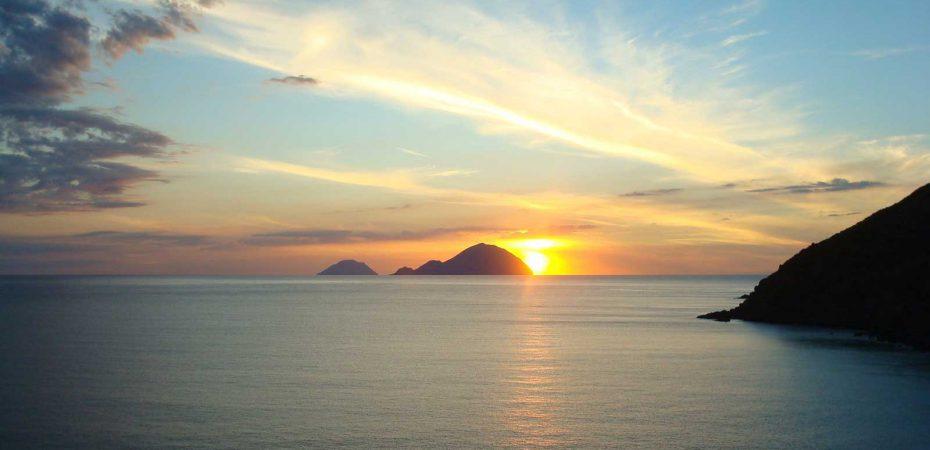 Cerca Hotel a Filicudi Isole Eolie  #filicudi #eolie