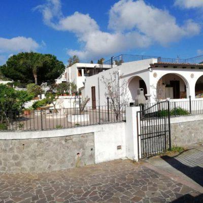 Villa Loretta a Lipari centro zona residenziale